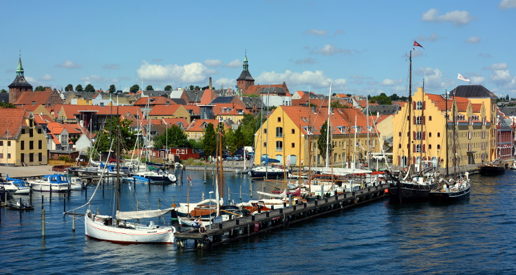 https://balance-danmark.dk/wp-content/uploads/2016/07/750x400-Svendborg-seen-from-the-ferry-to-%C3%86r%C3%B8.jpg